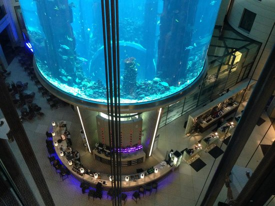 Radisson Blu Hotel, Berlin: Looking down into the lobby from the 5th floor.