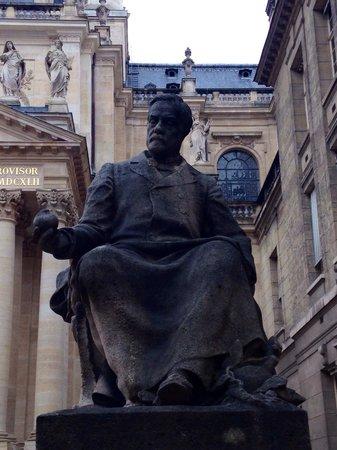 La Sorbonne : Sorbonne, statue de Pasteur
