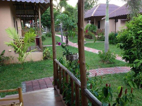 Bee Nat Garden Resort: Aussicht vom Bungalow