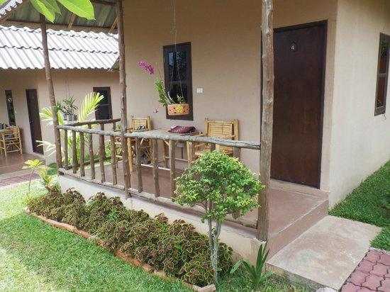 Bee Nat Garden Resort: Veranda 2
