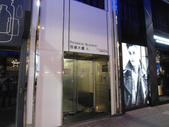 Hong Kong Hostel: Entrance to hostel building