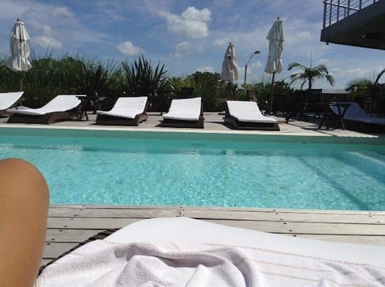 Costa Colonia Riverside Boutique Hotel : piscina exterior