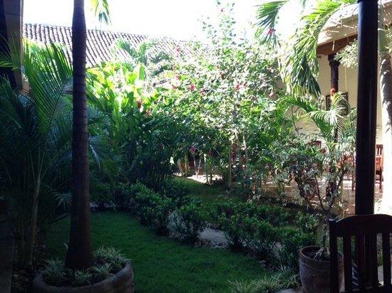 Hotel El Almirante: Indoor patio