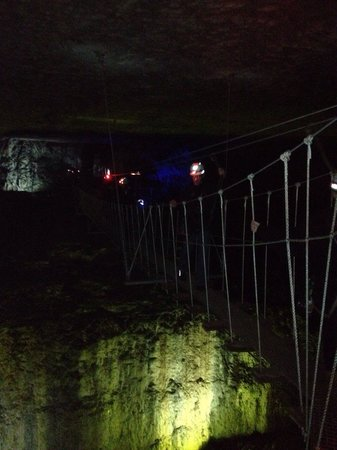 Louisville Mega Cavern : The cave