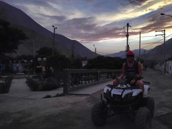 La Confianza Hotel - Lunahuana: We booked a moto tour to local ruins.