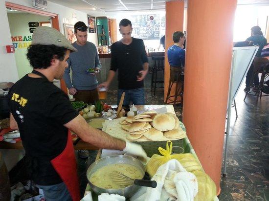 Abraham Hostel Jerusalem: Hummas lunch