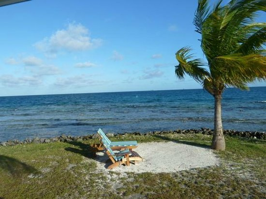 Hatchet Caye Resort : view from porch of #6