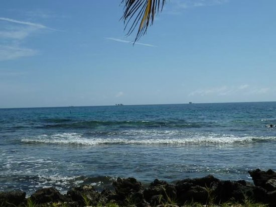 Hatchet Caye Resort: view from the chairs outside #6
