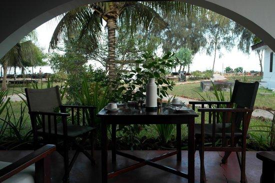 Flame Tree Cottages: Frühstück auf der Terrasse