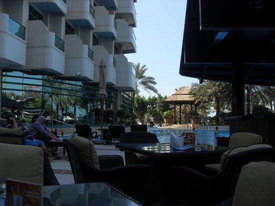 Hilton Dubai Jumeirah Beach : Pool area