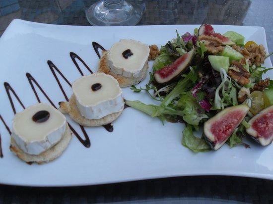 Hilton Dubai Jumeirah : Goats cheese, fig & walnut green salad