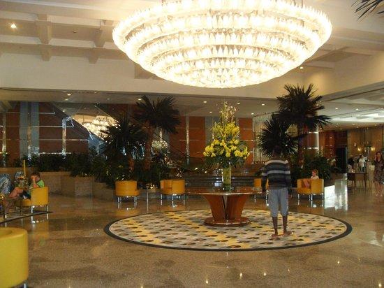 Hilton Dubai Jumeirah : Hotel lobby