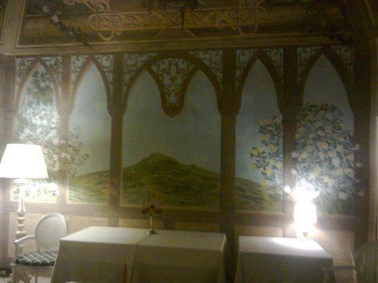 Hotel Villa Silvana: particolare della stanza affrescata