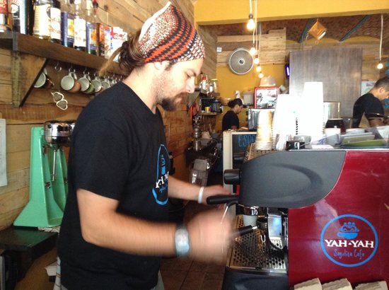 Yah-Yah Sayulita Cafe: Yah yah himself, at the helm