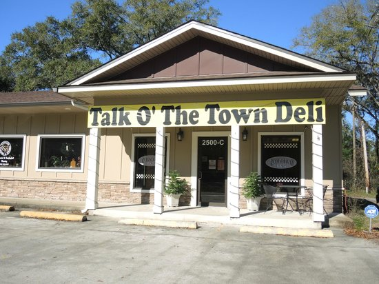 Talk O' The Town Deli : Store front