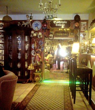Wie in omas wohnzimmer bild von nostalgie cafe for Nostalgie wohnzimmer