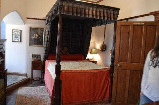 Eilean Donan Castle: A bedroom
