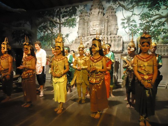 Royal Angkor Resort & Spa: Great show at the hotel