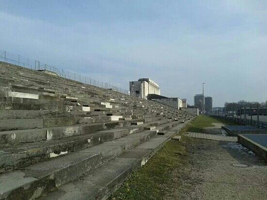 Zeppelinfeld: tribuna de Hitler