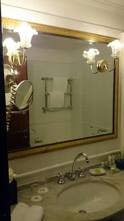 Bernini Palace Hotel: standard room bathroom
