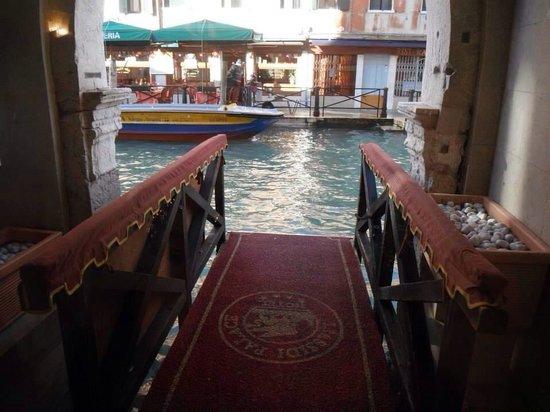 Liassidi Palace Hotel : Canal entrance