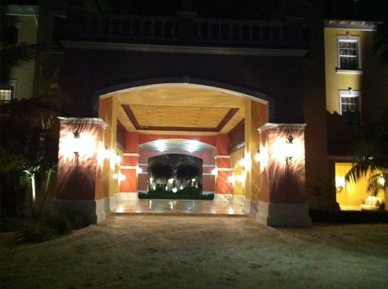 Blue Haven Resort: Lobby from the beach
