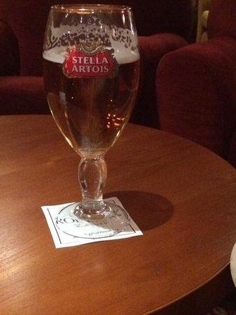 Roe Park Resort: Nice beer, nice glasses !