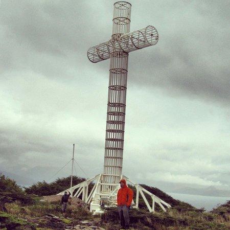 Hostal Aventura Austral: Cruz de los Mares en Cabo Froward,  fin del continente americano.  Cross of the seas, Cabo Frowa