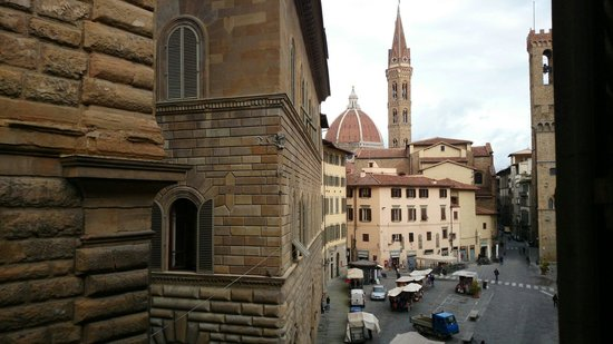 Bernini Palace Hotel: Our view, with the back of Palazzo Vecchio to the left and the Bargello museum to the right.