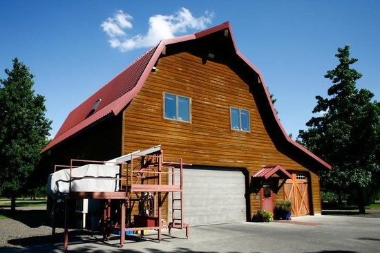 Walla Walla Vintners: The big Barn!