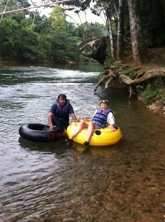 Coconut Row Guest House : cave tubing on Hopkins, Belize