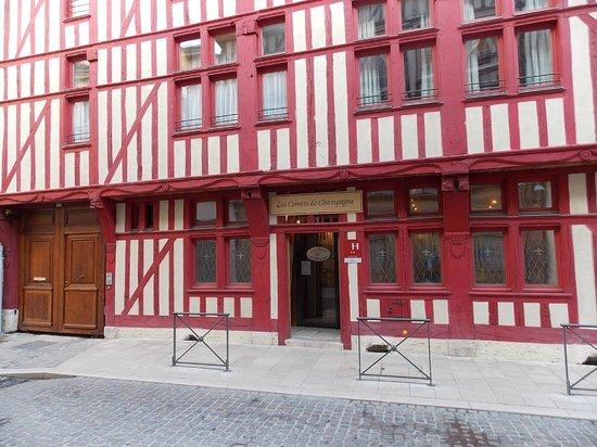 Brit Hotel Les Comtes de Champ: voorkant hotel