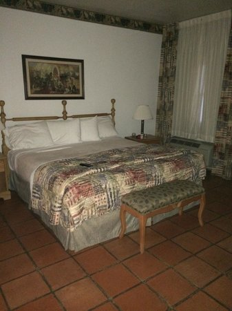 Y O Ranch Hotel & Conference Center : bedroom