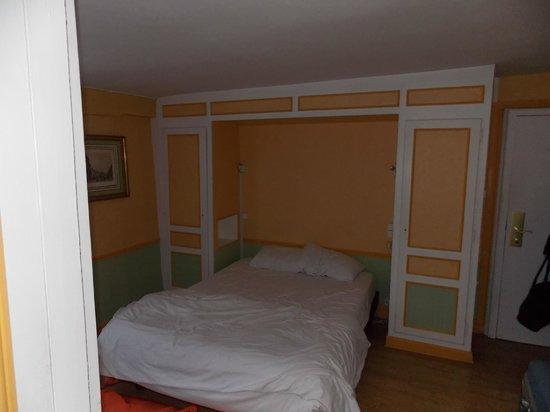 Brit Hotel Les Comtes de Champ: kamer