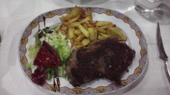 Restaurante Siete Puertas CB.: Entrecot con patatas y pimiento