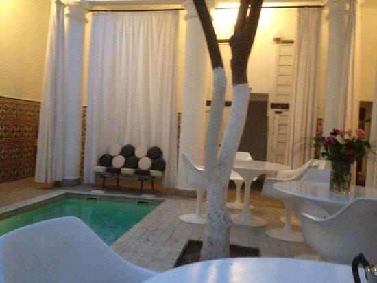 Hotel du Tresor: Innenhof