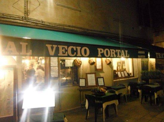 Al Vecio Portal : Outside