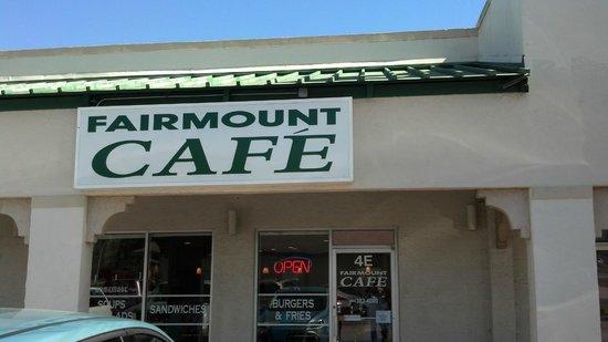 Fairmount Cafe : outside