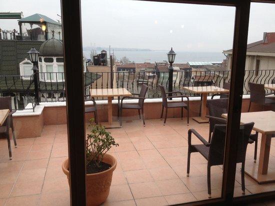 Agora Guesthouse: Breakfast terrace