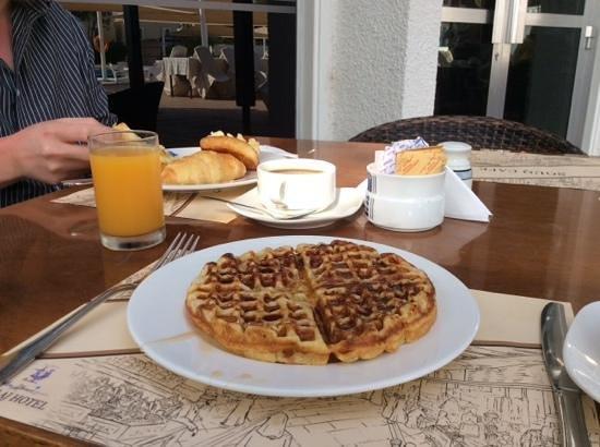 Al Falaj Hotel: waffles-mmm