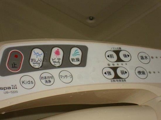 Toyoko Inn Shinagawaeki Konanguchi Tennozu : не нажимайте на все кнопки подряд - это чревато)))