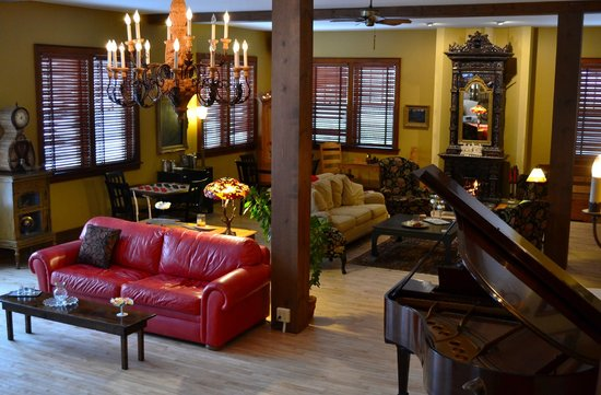 Inn at Union Pier: Cozy fire in the Great Room