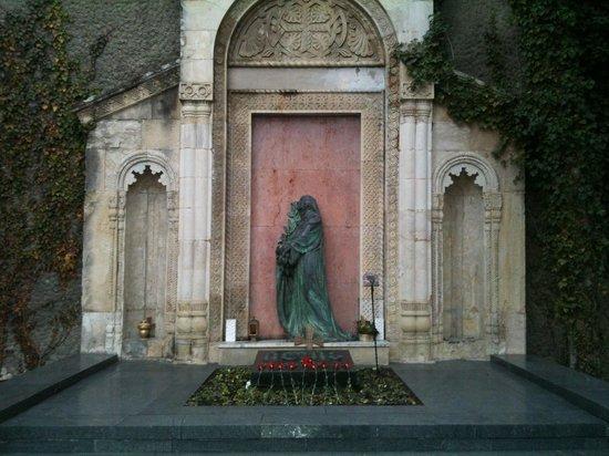 Mtatsminda Pantheon: tomba 2