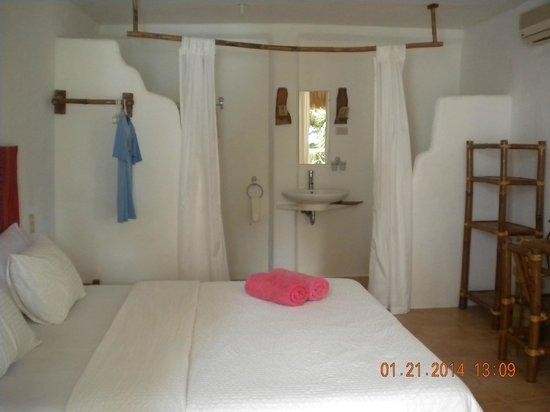 Artista Beach Villas: Room