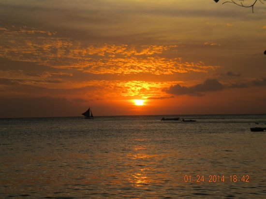 Artista Beach Villas : Sunset from Diniwid beach