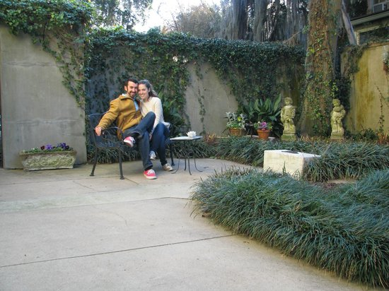 Forsyth Park Inn: Open air garden behind the B&B