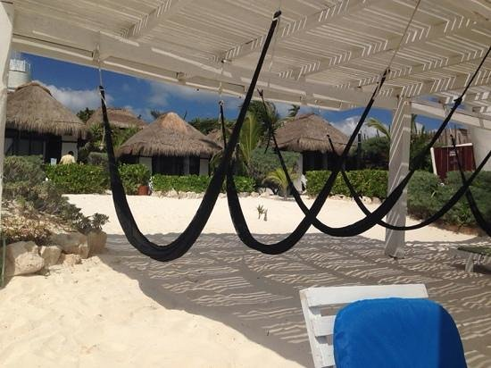 Coco Tulum : hammocks on the beach