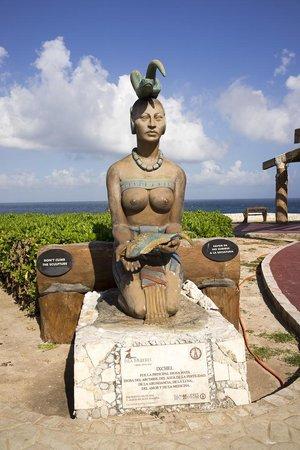 Punta Sur Statue