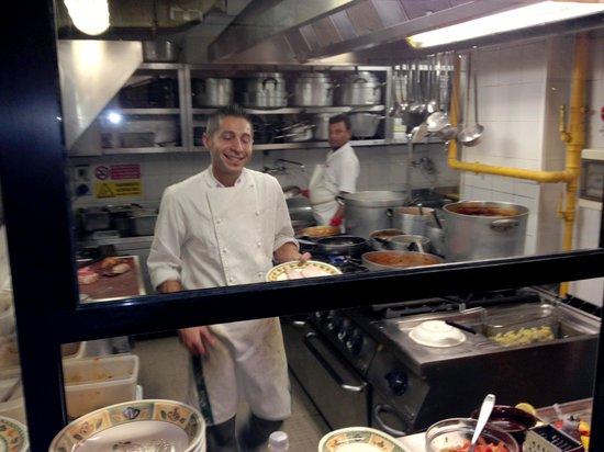 Palle d'Oro : Cozinha Eficiente, Chef simpático!
