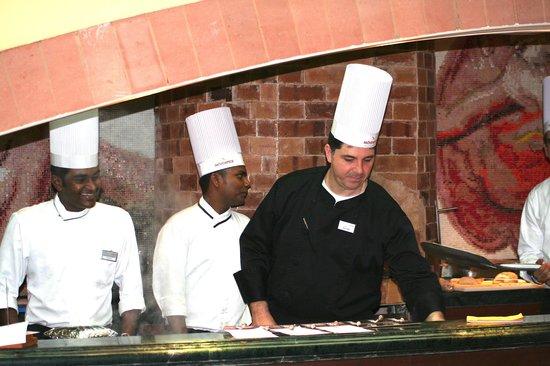 Movenpick Hotel & Spa Bangalore: Armando De Filippo capo cuoco  con il suo staff